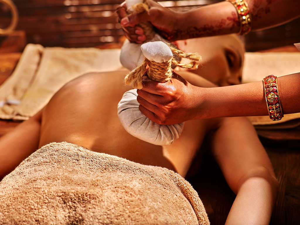 Massage avec pochon